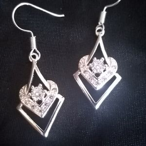 Very pretty earrings - This is a bundle item